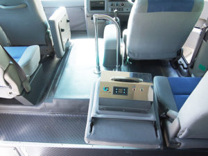送迎バスにオゾンクラスター1400を設置